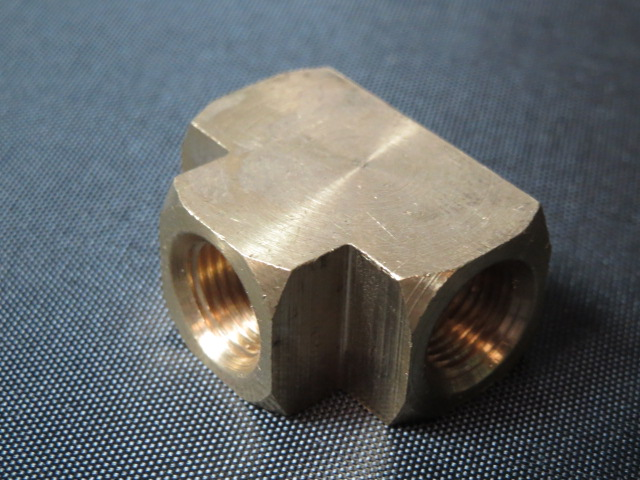1/8 FEMALE PIPE TEE BRASS